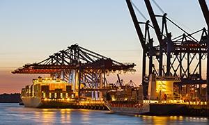 Branche mit Bergungsfass Bedarf: Umschlagplatz, Hafen, Containerterminal